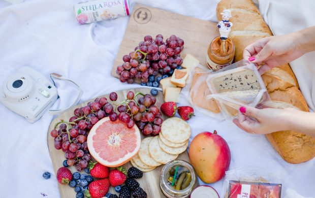 How to Make a Simple Charcuterie Board for a Picnic